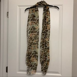 Patterned tie scarf